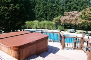 Maryland_Trex_deck_and_railing_with_spa_hot_tub