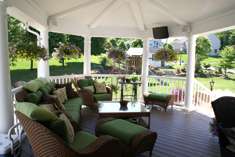 Assorted Seating - Photo: MarylandDecksAndPorches.com