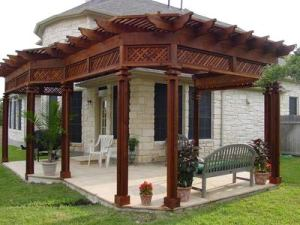 Wood pergola with trellis header detail